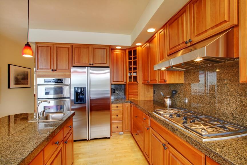 Beautiful kitchen with island, granite and hardwood floor